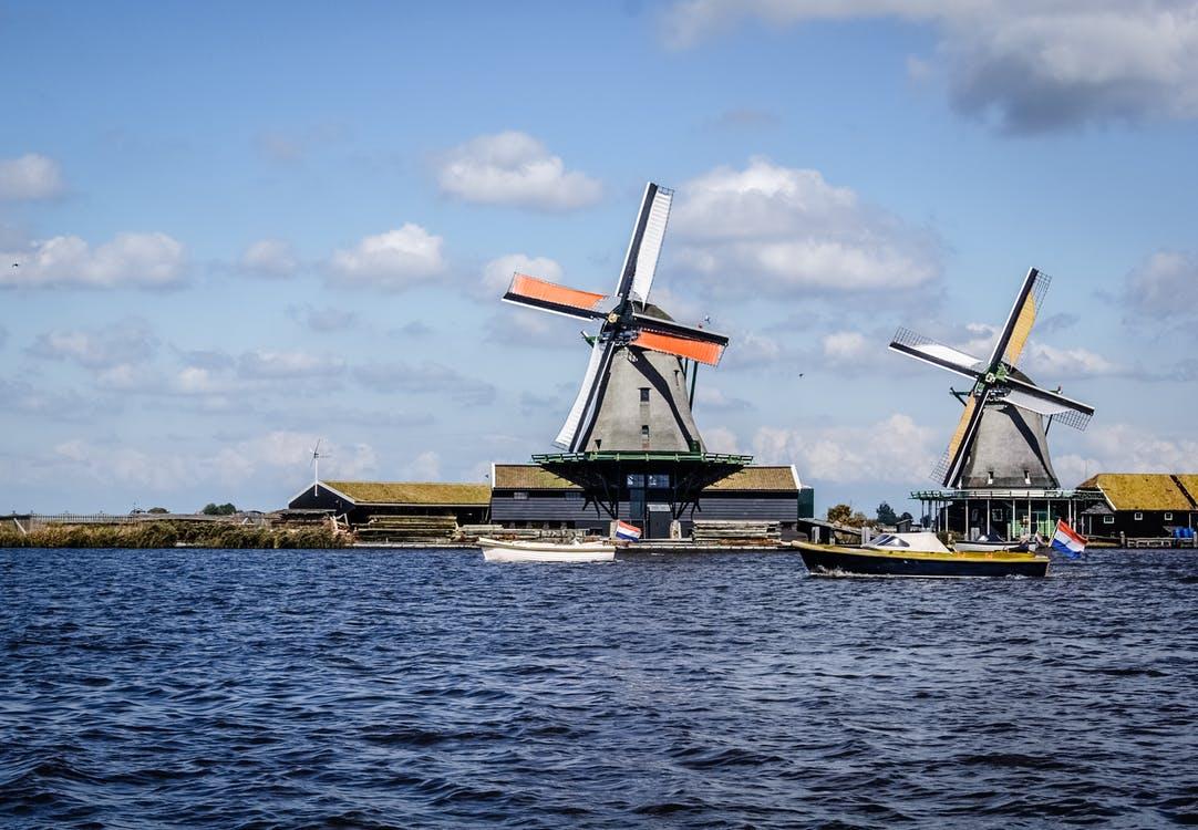 Mieten Sie ein Boot in Holland für 10 Personen.